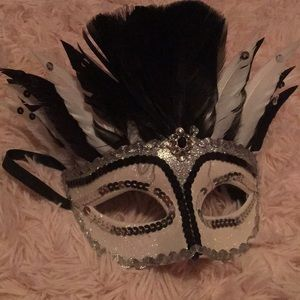 NWOT Masquerade mask with feathers